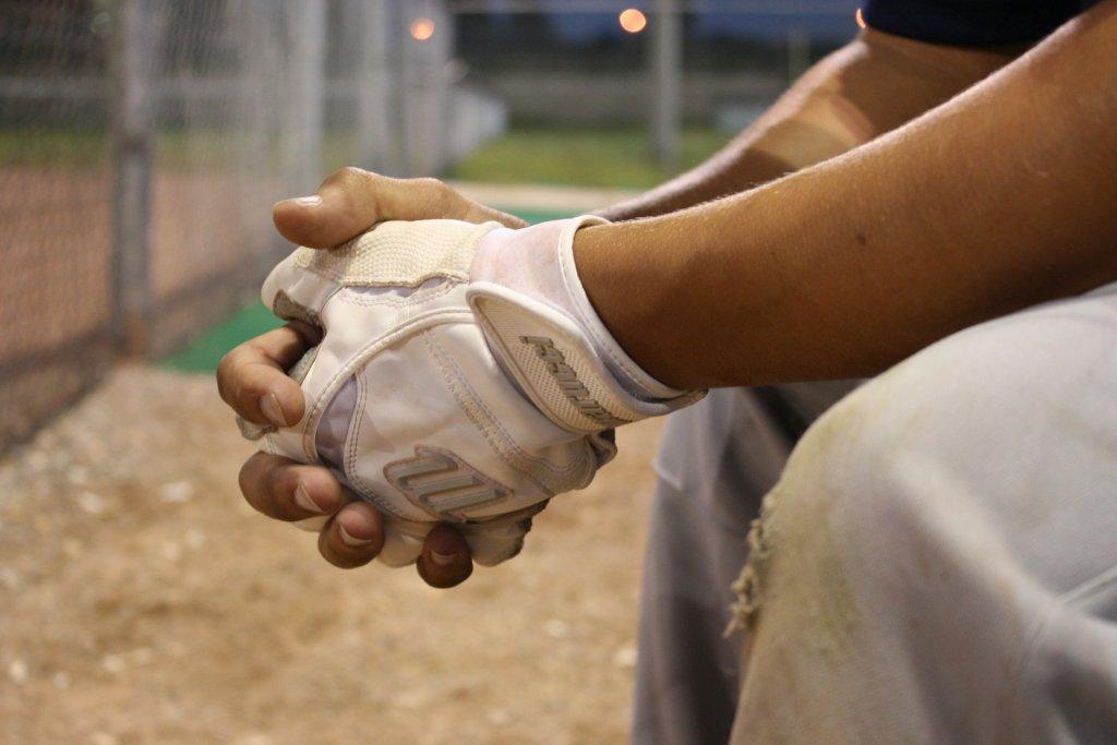 悩む野球選手